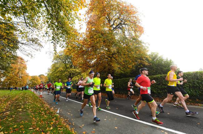 巴黎禁止白天进行户外锻炼 市民开始晚上扎堆跑步